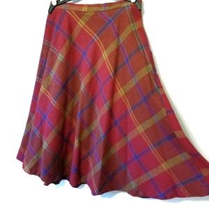 VINTAGE wool plaid flared skirt.
